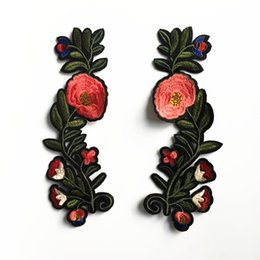 Wholesale Diy Clothes Dress Flowers - New Fashion Retro Flowers Patch Stickers Embroidery Iron On Patches For Clothes Dress Jean Jacket Appliques Badge DIY Clothing Decor AA