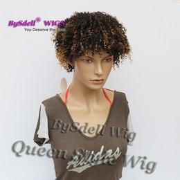 Homens de cabelo curly curly on-line-Super Sexy Jovem Preto homens / Mulher Penteado Peruca Sintética Curto Pixie Corte primavera Peruca de Cabelo Encaracolado Kinky Two Tone Ombre Marrom Cor perucas