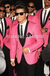 розовое свадебное платье для мужчин Скидка Оптовая-ярко-розовый классический жених смокинги лучший человек Шаль лацкане жених свадебные костюмы для мужчин Пром платье (куртка + брюки + галстук)