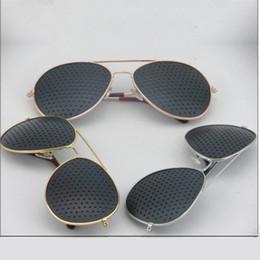 pinhole sonnenbrille Rabatt Wholesale-New Fashion Retro Pinhole Sonnenbrille für Frauen Männer Kleine Löcher Brillen Vision Care Brille Unisex Sehvermögen Improver Gläser