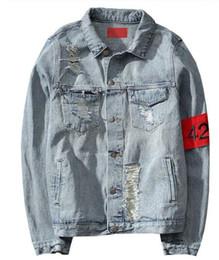 Jeans chaqueta on-line-424 Nova Euro-América High Street Destruir Lavado Afligido Jaqueta Jeans Homens Marca Maré Casaco Solto chaqueta hombre kanye oeste