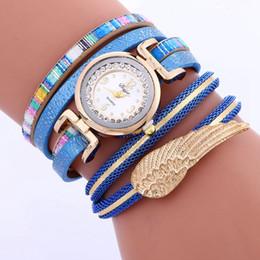 2017 mujeres al por mayor de ala colorida banda de cuero pulsera reloj casual señoras cuerda cadena vestido de diamante de cuarzo muñeca pequeño reloj desde fabricantes