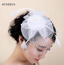 2017 Yeni Çiçek Düğün Tüy Başlık Tül Fascinator Şapka Moda Gelin Şapka Peçe Ile Beyaz Kafa Aksesuarları nereden kırmızı beyaz mavi büyüleyici tedarikçiler