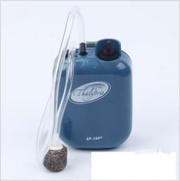 Serbatoio di ossigeno di pesce online-Moda Plastica Portatile Acquario Pompe ad aria Serbatoio Aeratore per pesci Batteria ad ossigeno Pompa ad aria Resistente all'acqua Pesca con esche vive
