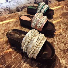 Wholesale Delicate Sandals - 2017 Summer New Flats Slippers For Woman Delicate Pearl Crystal Luxury Sandals Slippers Summer Shoes Ladies Shoes Open Toes Thick Bottom