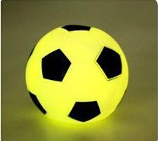 vacaciones de fútbol Rebajas Al por mayor-modelado de fútbol 7 color pequeño juguete de la lámpara de noche decoraciones de vacaciones de boda