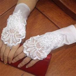 Черные красные белые короткие свадебные платья онлайн-Новые короткие свадебные перчатки элегантный пальцев свадебные перчатки для свадебного платья 2017 белый/слоновая кость/черный/красный Принцесса свадебные аксессуары