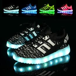Chargeur chaussures en Ligne-Nouveau 7 couleurs lumineuses chaussures enfants LED lumineux garçons filles mode USB rechargeable allumé chaussures chargeur baskets occasionnels chaussures enfants hommes