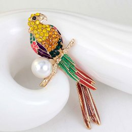 Wholesale Cute Parrot - Luxury Animal Cute Crystal enamel pearl parrot brooch Birds Brooches for Women Multi Color Rhinestone Gold Plated Jewelry 170734