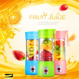 Wholesale Plug in Portable Electric Fruit Juicer Cup Vegetable Citrus Blender Juice Extractor Ice Crusher with USB Connector Rechargeable Juice Maker