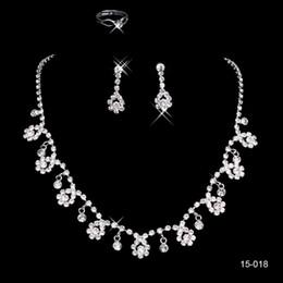 Fiori a buon mercato online-15018 Cheap Frere Ship vendita calda Santo bianco strass collana fiore di cristallo dell'orecchino Set festa nuziale