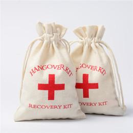 100 stücke Hangover Kit 9,5x14,5 cm Hochzeit Gunsten Halter Baumwolle Geschenk Taschen personalisierte Rotes Kreuz Recovery Survival Kit Event Party Candy beutel von Fabrikanten