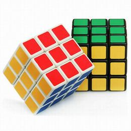 Головоломки разума онлайн-MOQ 100pcs Rubics Cube Rubix Cube Magic Cube Rubic Square Mind Game Puzzle для детей (цвет: многоцветный) 5.7x5.7x5.7