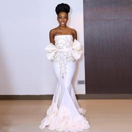 vestido de noiva branco sem alças Desconto Lindo Branco Frisado Sem Alças Vestidos de Baile Sul Africano Ruffles Peplum Sereia Vestidos de Noite Até O Chão Árabe Vestido de Festa Formal