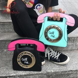 Lustige geldbörsen online-Großhandels- Funny Persönlichkeit Mode Telefon Form Briefe Damen PU Leder Handtasche Kette Umhängetasche Klappe Crossbody Messenger Tasche Geldbörse
