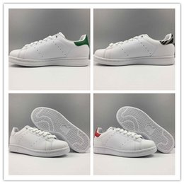Wholesale Nude Color Shoes Flats - 2017 Classic style Stan Smithes Shoes for men women Running Shoes 36-45 White Green color musical Stan Smithes Skateboarding Shoes