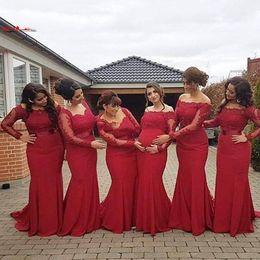 Vestido de renda vermelha para gravidez on-line-2017 Árabe Africano Novo Vermelho Dama de Honra Vestido Plus Size Sexy Fora Do Ombro Mangas Compridas Lace Backless Vestidos Formais Grávidas