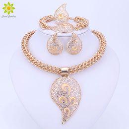 Set di gioielli di colore oro Set di costumi di design grande collana di ciondoli Set di gioielli da sposa nigeriano da