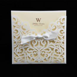 carte di invito di nozze bianche all'ingrosso Sconti Inviti di nozze del taglio del laser della carta del campione di Wholesale-1PCS con lo spazio interno del nastro in bianco Schede dell'invito per il rifornimento di compleanno del partito
