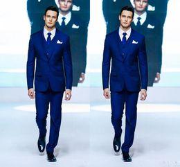 Pano para vestidos de noiva on-line-Royal Blue Two Button Noivo Smoking Pano entalhe Lapela Formal Wedding Dress Groomsman Terno para Homens (Jacket + Pants + Vest + Tie)