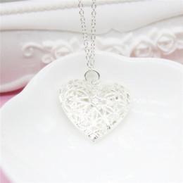 2019 pingente de medalhão de coração de prata Novo Colar de 925 Sterling Silver Heart Medalhões Pingente Colares Oco Out Coração Curto Colares Para Presente Da Amiga pingente de medalhão de coração de prata barato