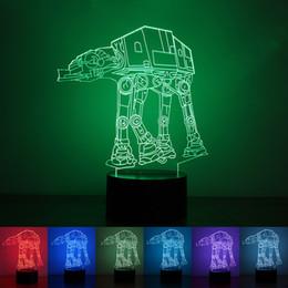 Lampada da tavolo della batteria principale online-Lampada da illusione ottica 3D Lampada da notte 7 Luci RGB DC 5V Alimentato a batteria AA alimentato a batteria. Lampada da notte a LED per la casa