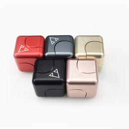 Hilanderos de oro inquieto online-Pcc Team Fidget Cube Metal Colorido Mano Spinner Descompresión Dedo Juguetes Cubos mágicos para TDAH y autismo Niños Adultos 155me