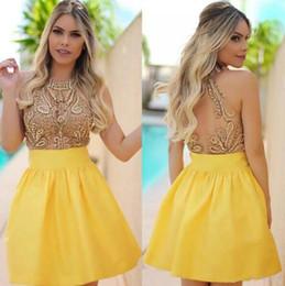 2019 vestido amarillo con cuentas Major Beading Sweet 16 vestidos del regreso al hogar 2017 nuevos cristales amarillos con cuentas ven a través de espalda vestidos de baile cortos Mini vestidos de coctel vestido amarillo con cuentas baratos