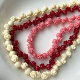 Rojo Rosa Blanco Mar Natural Coral Piedras Preciosas Espaciador Perlas Sueltas en Cadena Temporal Rosa Flor de Coral Joyería Apta DIY desde fabricantes