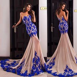 Vestito di seta blu dalla sirena di promenade online-Sirena abiti da sera formale 2017 nuovo senza spalline in pizzo champagne + blu zaffiro gemma applique di seta abito da banchetto sexy prospettiva Prom Robe