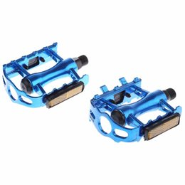Wholesale road bike pedal aluminum - Paired Aluminum Alloy Flat Bicycle Pedal for Mountain Road Bike BMX Fixed Gear Flat Platforms Light Reflector Cycling Pedals +B