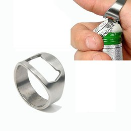 Bierflaschenöffner ring design online-Flaschenöffner-Ring Neuartiges Design für coole Gadgets Fingerring aus Edelstahl Ringförmiger Bierflaschenöffner für das Beer Bar Tool