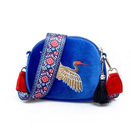 embroidered bag tassels UK - Fashion Girls Mini Shell Shouder Bag Embroidered Cranes Birds with Wide Strap Women Cross Body bags ladies Velvet Tassel Clutch Bag Handbags