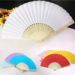 Regalos de fans online-Favores de la boda Regalos Elegantes Color sólido Caramelo Seda Bamboo Fan Cloth Boda Fans plegables a mano + DHL Envío gratis