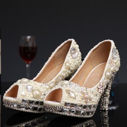 Perles de diamants talons hauts en Ligne-Luxe Peep Toe Perles Diamants Noël Strass Chaussures De Mariage À la main à la mode Lady Bride Bridal Party Prom Evening Pompes