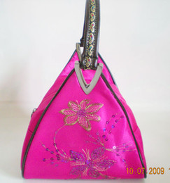 2019 saco de embreagem de flor de cetim vermelho Triângulo sacos de Noite de cetim saco de seda, sacos de Presente bolsas bolsa de moedas, saco de presente 30 pçs / lote # 1746