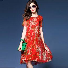 Tamanho médio do vestido on-line-Verão vestido de seda fragmentado tamanho grande gola redonda manga curta vermelho impresso chiffon saia de seda respirável solto médio-comprimento saia senhora