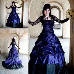 vestidos de casamento gótico preto e roxo Desconto Impressionante Roxo Gótico país Vestidos de Casamento Inusitado Alternativa Francês Pickups Tribunal Trem preto laço robe mariage vestido de noiva