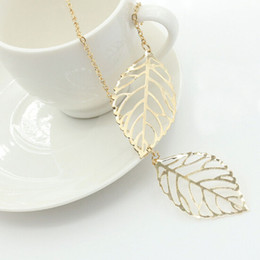 Wholesale Two Hearts Vintage - Vintage Women Silver Gold Charm Chain Necklace Hollow Leaf Clavicle Necklace Two Leaves Pendant Necklace Jewelry