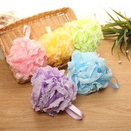 cornice in fiore Sconti Bath Pouf Large Mesh Lace Shower Sponge Exfoliating Detergere Lenire la pelle del corpo Bagno Wash Flower Ball