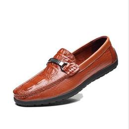 2017 primavera verão homens sapatos baixos de couro de vaca macia masculino mocassim condução mocassins sapatos casuais sapatos de grife frete grátis supplier men summer soft leather shoes de Fornecedores de homens verão sapatos de couro macio