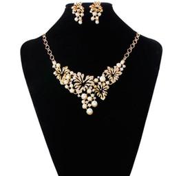 Perle avec fleur en forme de collier et boucles d'oreilles indiennes bijoux de mode définit or et argent couleur ? partir de fabricateur
