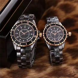 Encanto de la banda de reloj online-Famoso vestido con encanto Wome Men Watch Diamonds Dial Ceramic Band Cristal de zafiro Relojes de lujo AAA Reloj de pulsera de cuarzo Relojes exquisitos regalos