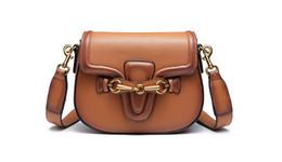 Argentina Nuevo diseñador de las mujeres de la vendimia solo hombro bolsa de mensajero de la señora de moda bolso de noche con dos tipos de cinturones de color negro / rojo / marrón no200 cheap brown messenger bags for women Suministro