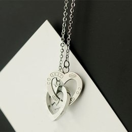 Wholesale Three Circles Pendant - Fashion titanium steel heart-shaped pendant necklace jewelry wholesale produce new Heart clasped three color double heart necklace