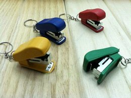 Argentina Yiwu Pequeños Productos Al Por Mayor Creativo Mini Grapadora Llavero denigrar regalo de papelería de los niños al por mayor cheap mini staplers wholesale Suministro