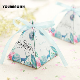 Wholesale Sweet Wedding Favours - 50pcs lot Pyramid Style Wedding Party Favour Sweet Boxes Lovely creatures Wedding Favor Candy Box with Ribbon Tag