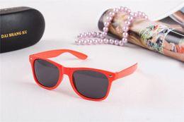 Wholesale Kids Girls Fashion Trend - 2017 Wholesale 50 pcs Trend Boy And girls Cheap Modern Fashion Sunglasses Eyewear Plastic Classic Style Sunglasses New Kids Eyeglasses