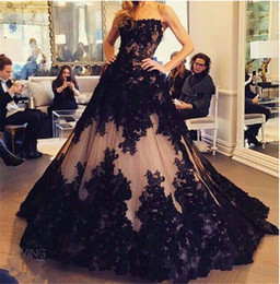 Wholesale yellow prom dress ball gown - Chic Lace Appliques Ball Gown Evening Dress 2017 Strapless Sleeveless Black and Nude Prom Gowns vestido largo de fiesta