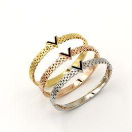 Argentina Acero inoxidable 18K chapado en oro pulseras brazalete negro hueco V pulseras para la correa del reloj de las mujeres en la imitación de la joyería de la mujer coreana Suministro
